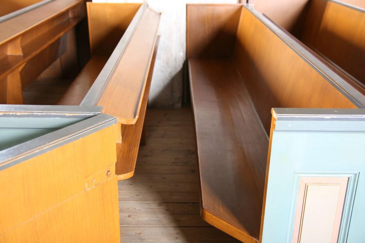Kyrkbänkar i Härnevi kyrka, Härnevi socken, Uppland 2008