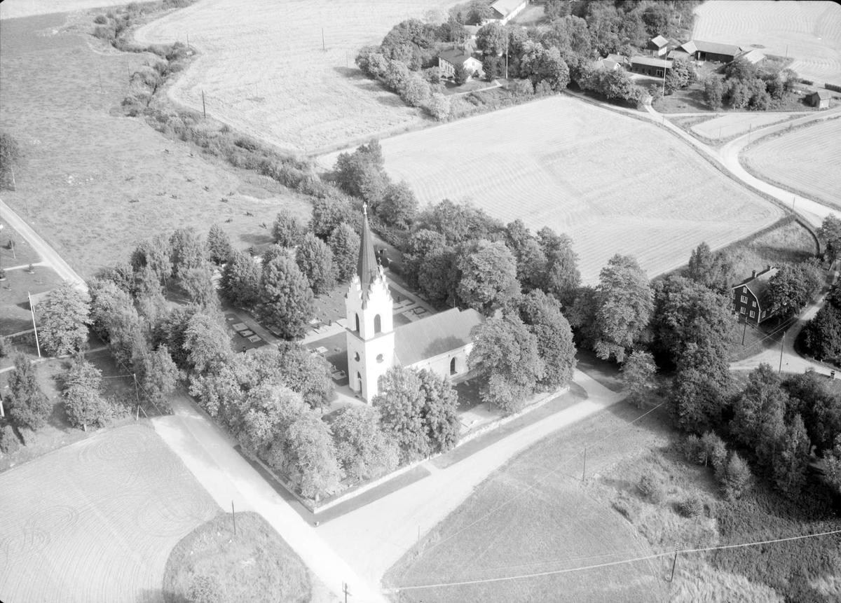 Flygfoto över Enåkers kyrka, Enåkers socken, Uppland 1963