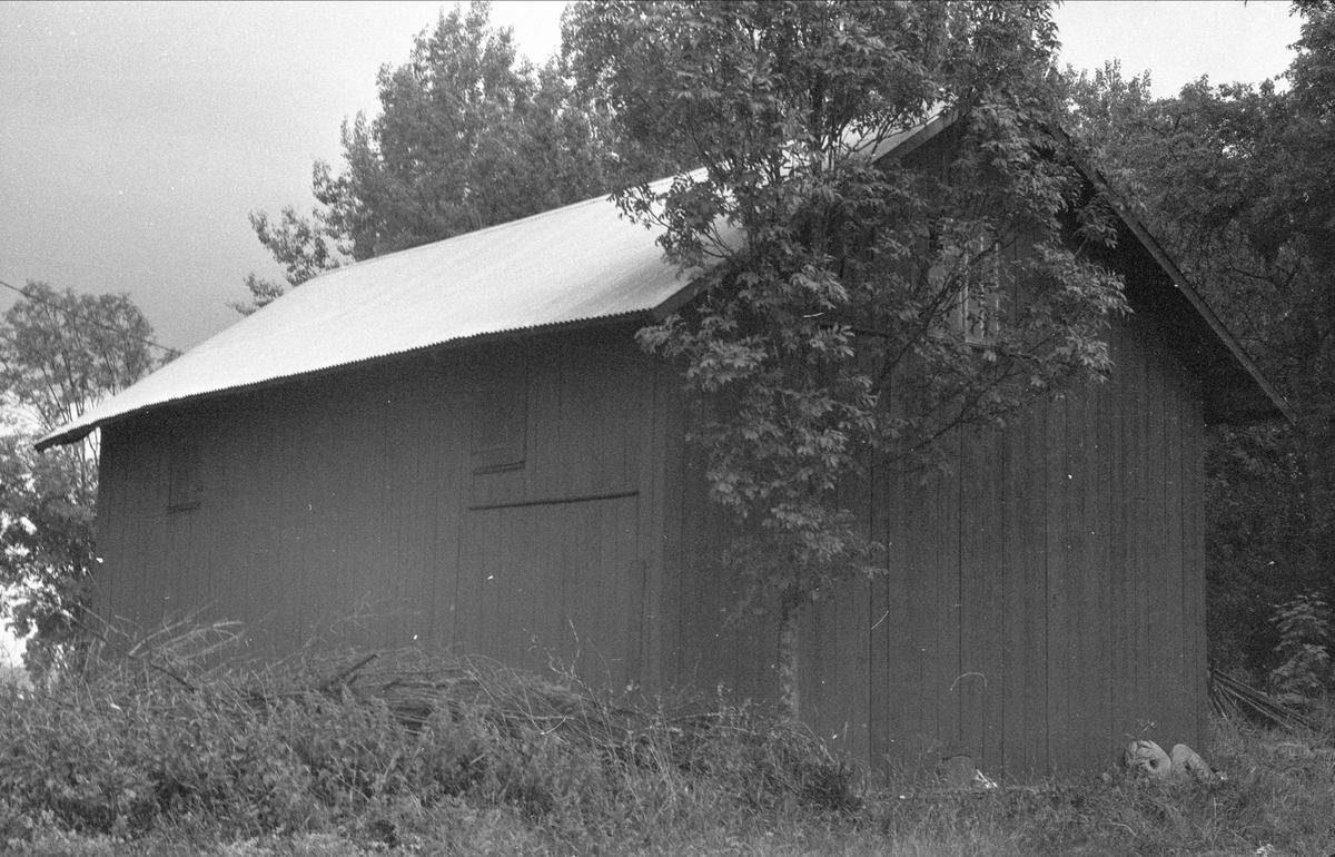 Magasin, lider och vedbod, Skällsta 1:1, Ärentuna socken, Uppland 1976