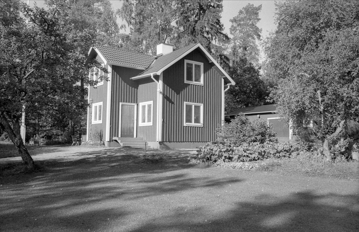 Bostadshus och uthus, Fjällbo 1:5, Marielund, Funbo socken, Uppland 1982