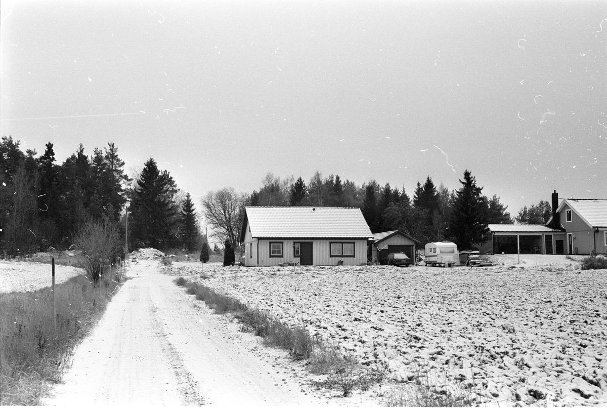 Bostadshus med garage, Hagby 1:8, Hagby socken, Uppland 1985
