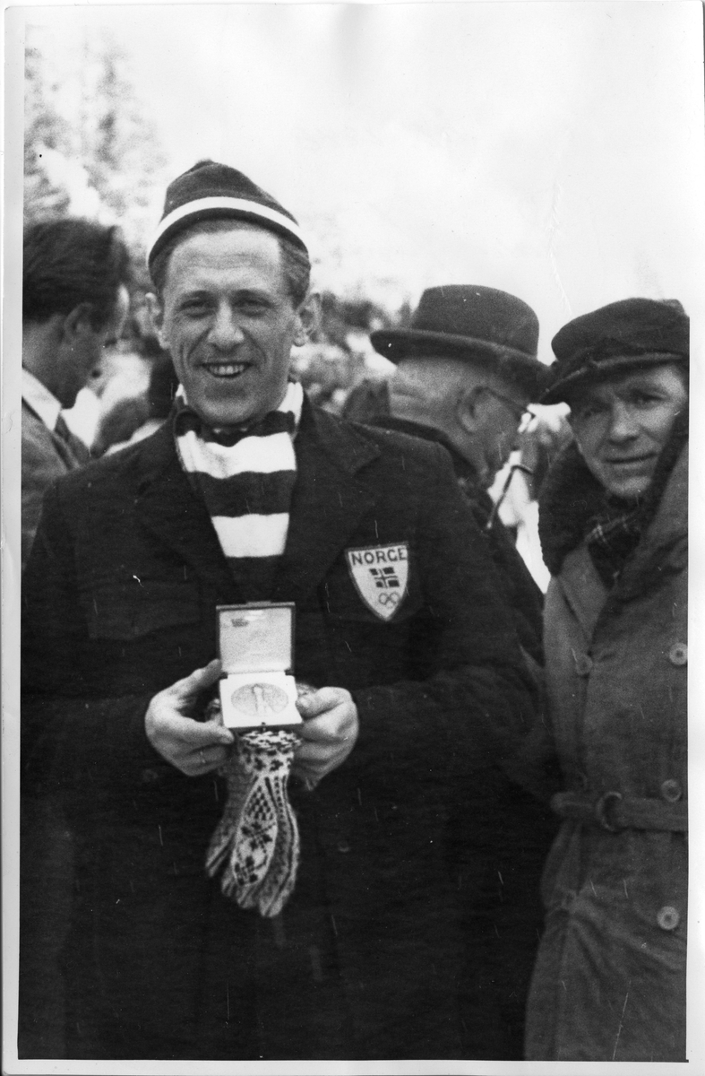 Petter Hugsted with gold medal in the Winter Olympics in St. Moritz 1948.