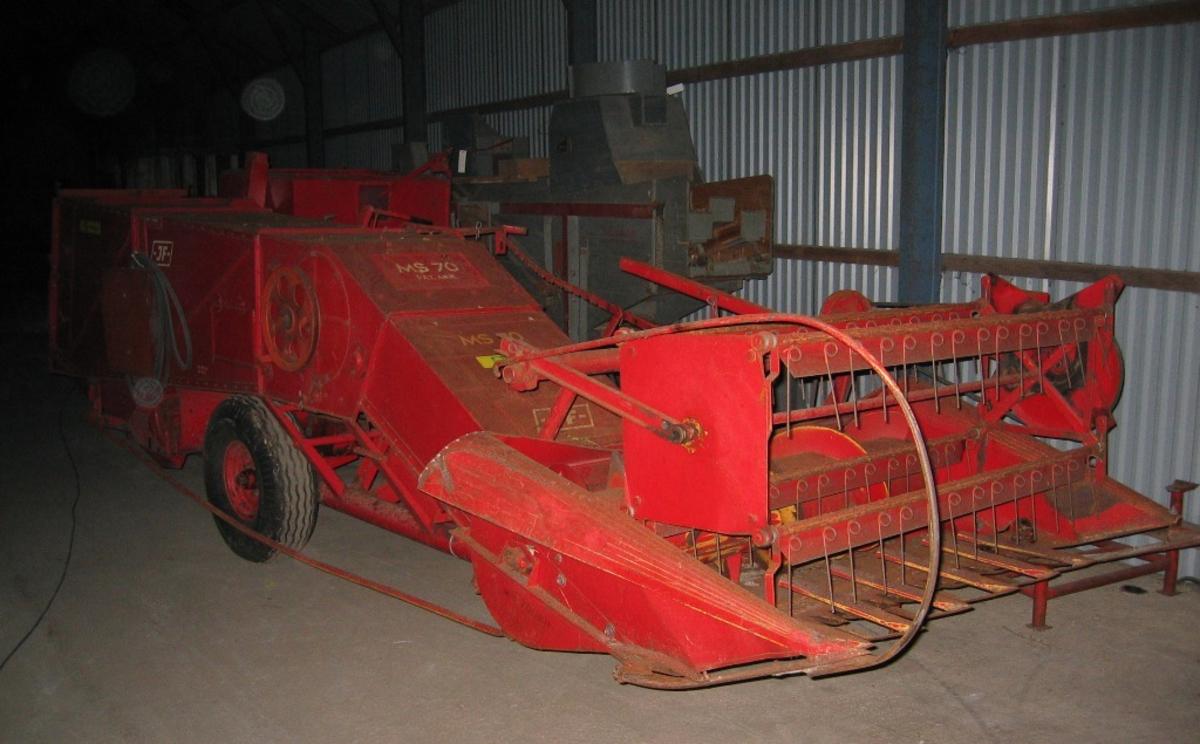 """Traktormontert. JF MS 70. 7"""" skjærebredde med halmkutter. Frå Felleskjøpet Rogaland Agder. Deponert til Trygve Stangeland, Tjelta, Sola 18/11-04"""