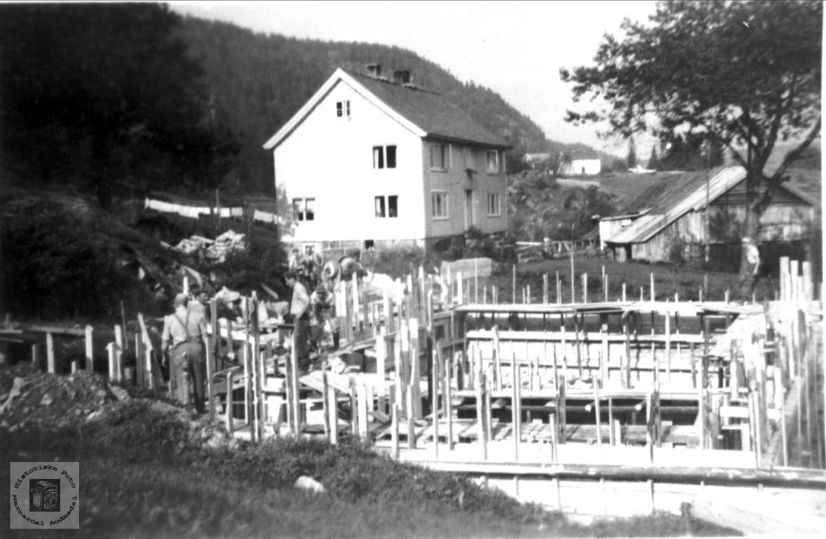 Oppføring av nytt hus på Mindrebø, Bjelland.