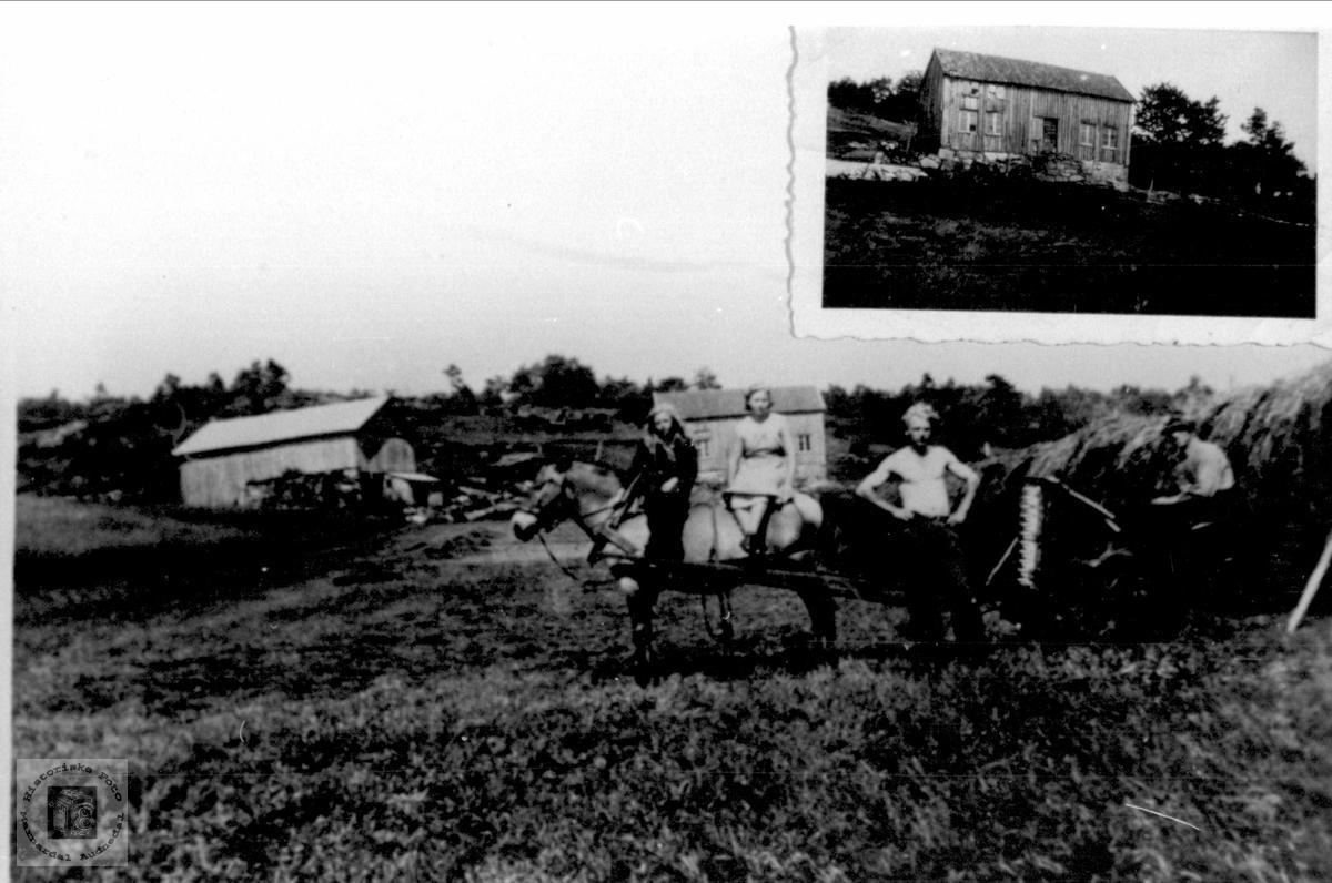 Slåttonn. Innfeldt: Det gamle setehuset, revet i 1945. Kaddan, Laudal.