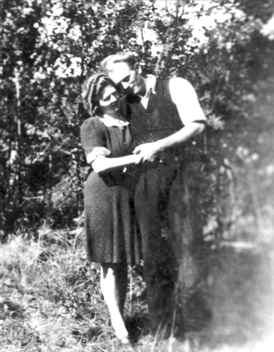 Kjærester. Petra og Ingolv Tisland. Laudal.