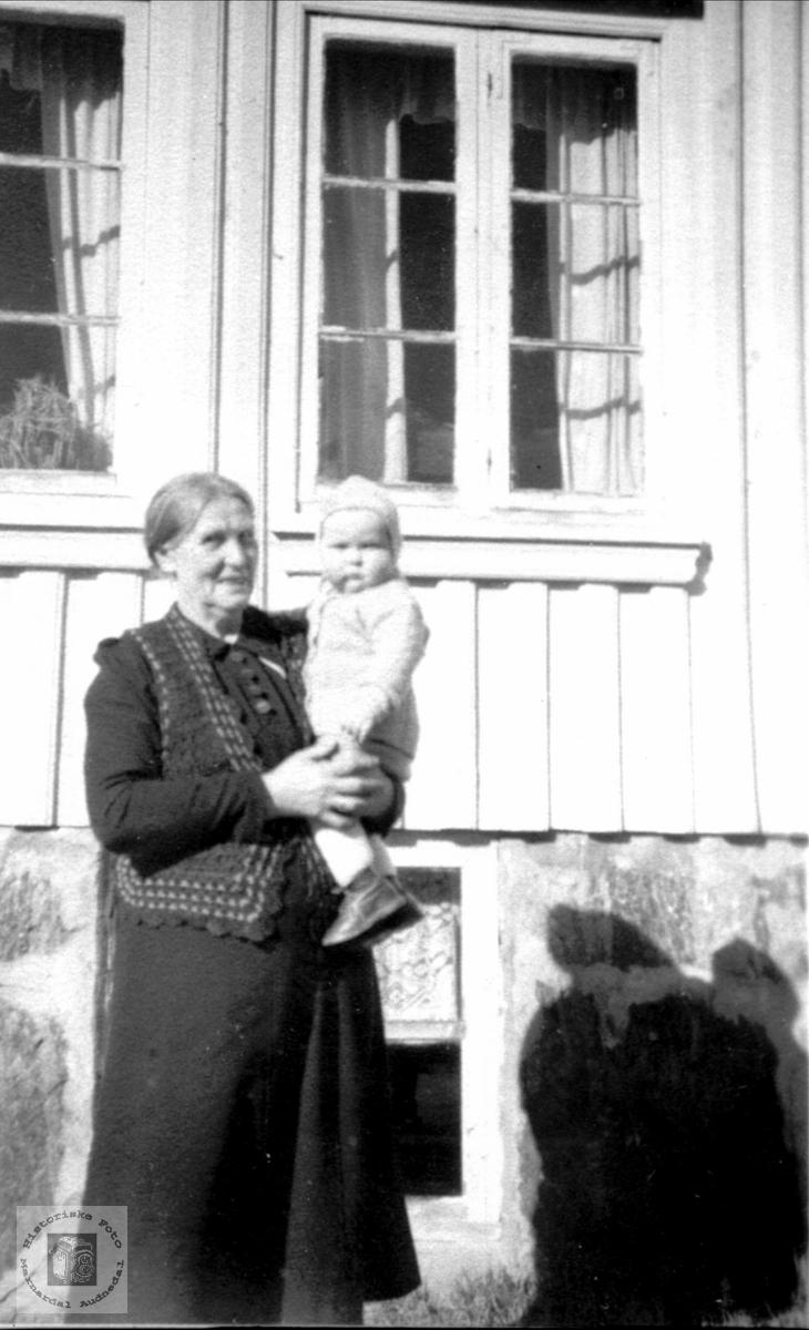 Gammel og ung.  Anna Laudal og Jonny Steinsland.