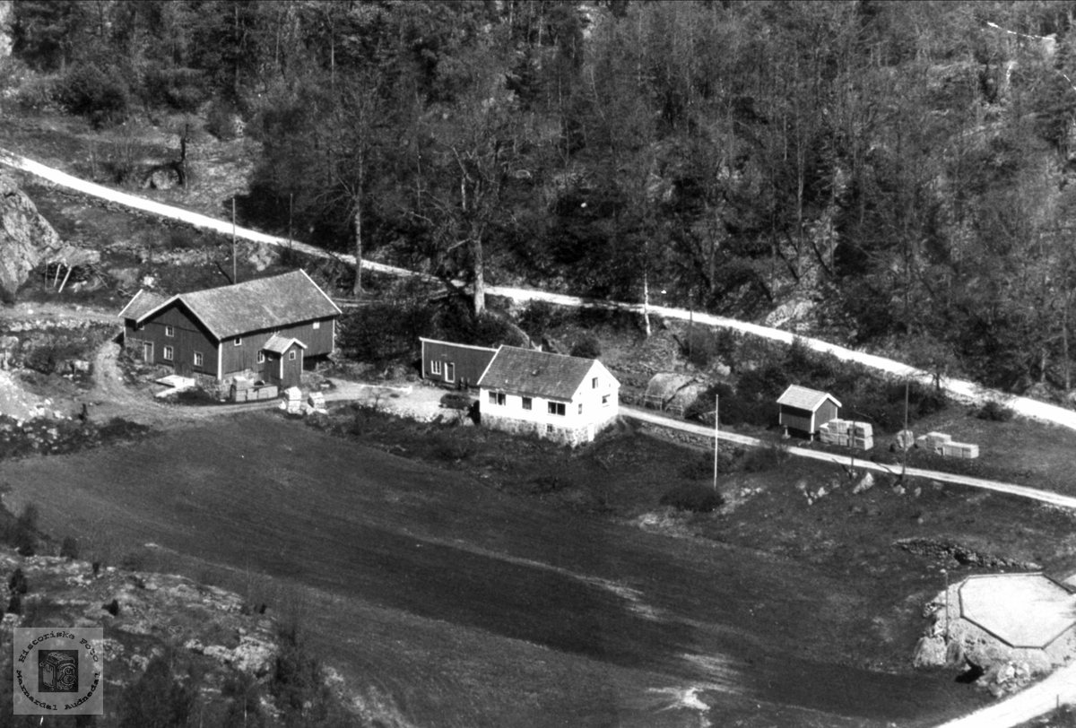 Gard på Brunvatne i Øyslebø.