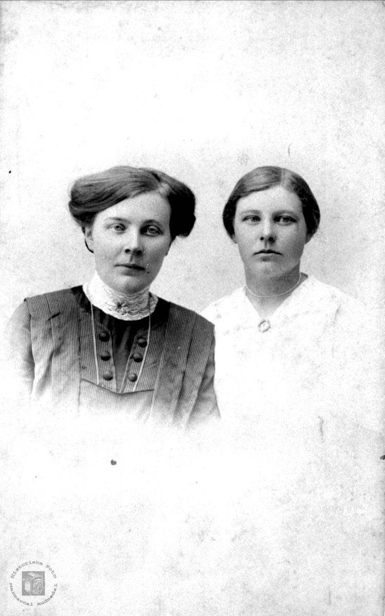 Dobbelportrett av Anna Bendine Birkeland og Olga Kimestad.