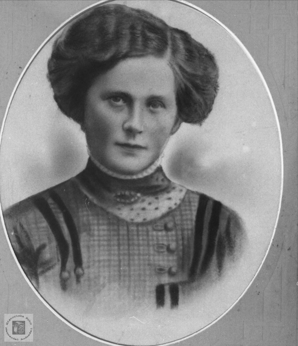 Portrett av Johanna Brunvatne, Øyslebø.