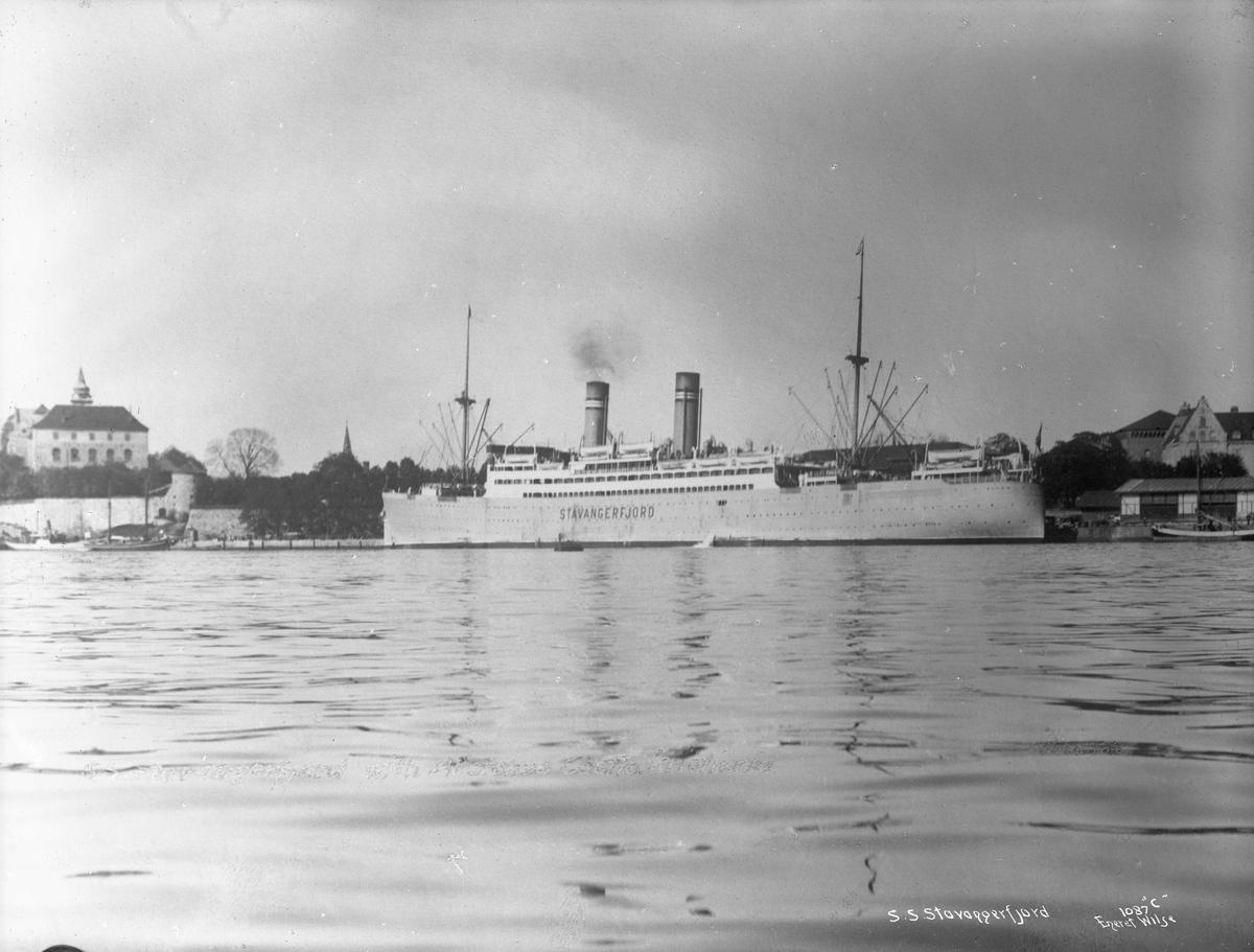 D/S Stavangerfjord (b. 1918, Cammell, Laird & Co., Birkenhead), ved Akershus