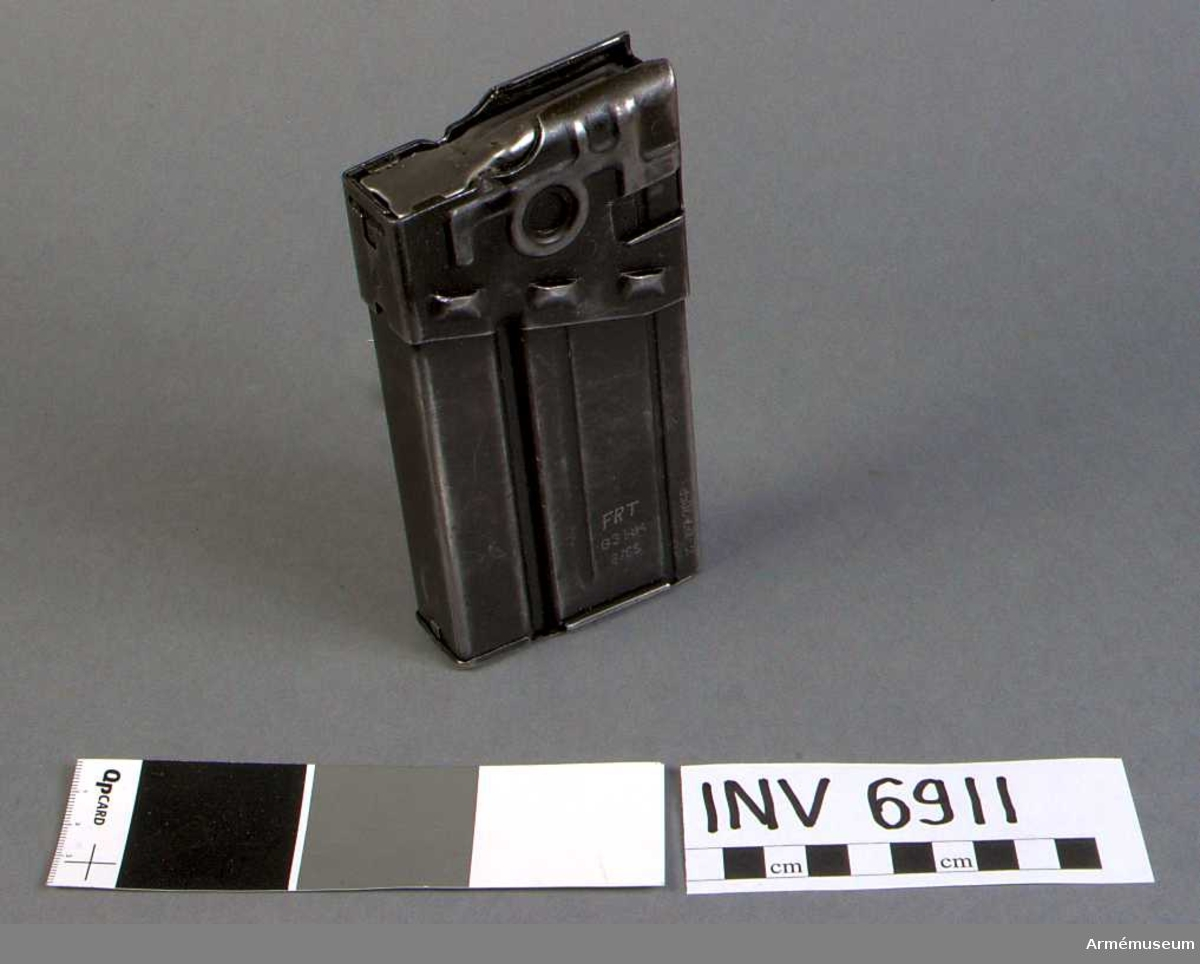 Märkt FRT G3 HK 6/63 12-127-7058.  Samhörande: AM 6910 automatkarbin fm/1964 G 3 och AM 6911 stångmagasin 20-skotts.