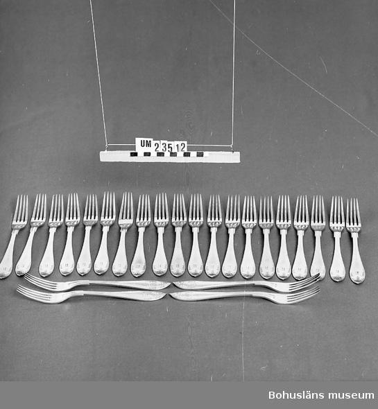 """471 Tillverkningstid 1900-1950? 594 Landskap BOHUSLÄN  Gammalfranska modellen. Instansat """"B"""" (Bokströms). Ur uppsättning för uthyrning.  Neg nr. UM142:8."""