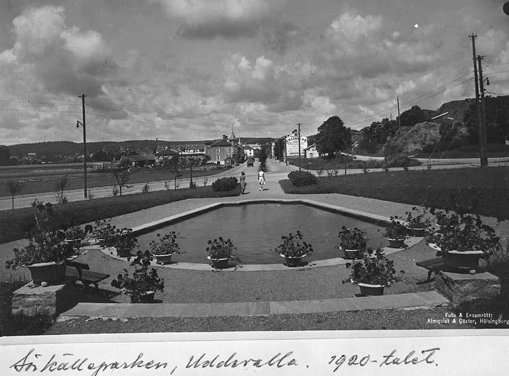"""Text på kortet: """"Sörkälleparken, Uddevalla. 1920-talet"""".    ::"""