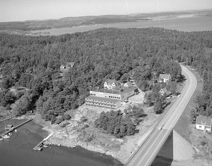 """Enligt AB Flygtrafik Bengtsfors: """"Stenungsön rest. Bohuslän""""."""