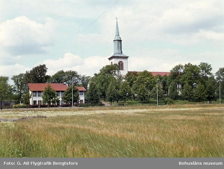 """Enligt AB Flygtrafik Bengtsfors: """"Ytterby kyrka Bohuslän"""".   ::"""