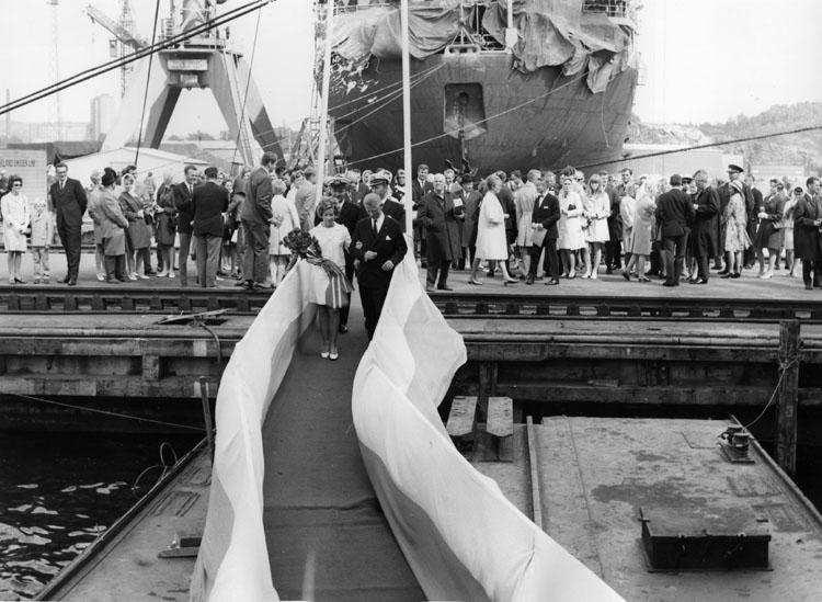 Dop av fartyg 219 OBO Björgfjell. Sjösättes vid Sörvik utan publik och döptes senare vid Kasen.