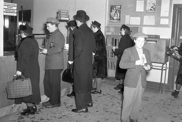 """Enligt notering: """"Barnbidrag Posten 21/1 1948""""."""