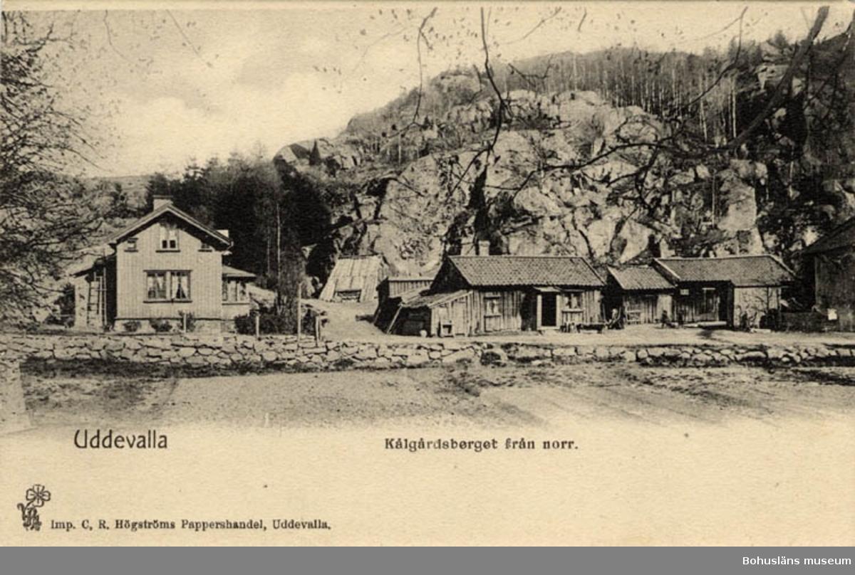 Tryckt text på bildens framsida: Uddevalla. Kålgårdsberget från norr.  Imp. C,R, Högströms Pappershandel, Uddevalla.