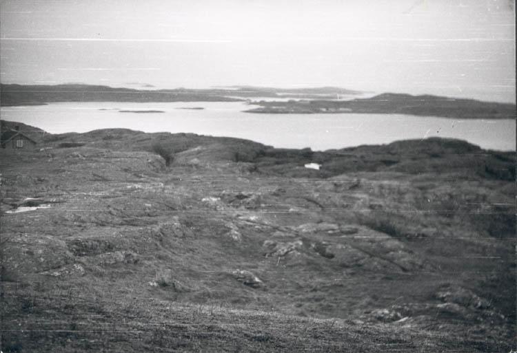 """Noterat på kortet: """"Marstrand. Från fästningen mot Ekholmen. Juldagen 1959."""""""