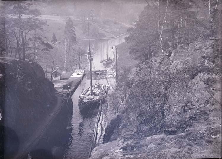 Vänerslup in i slusstrappan, Trollhättan i maj 1908