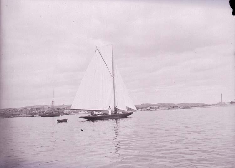 Segelbåten Marga på Gullmaren utanför Lysekil i juni 1910