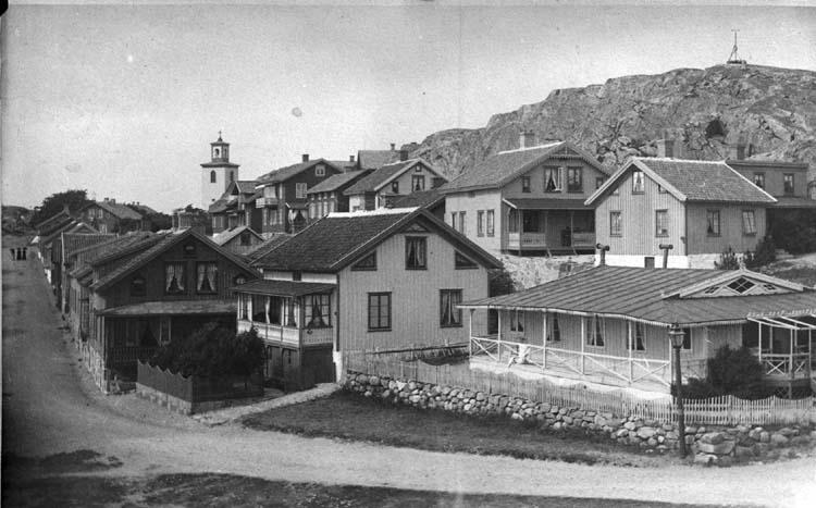 Bebyggelse längs Badhusgatan i Lysekil