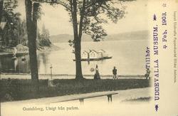 """Tryckt text på vykortets framsida: """"Gustafsberg, Strandprome"""