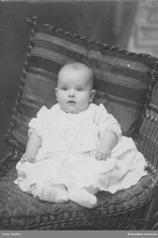 """Text på kortets baksida: """"Till Mormor. Karl Edvard 3 1/2 månad när detta kort var taget. Barn-barn till Johannes Berntsson, född i USA""""."""