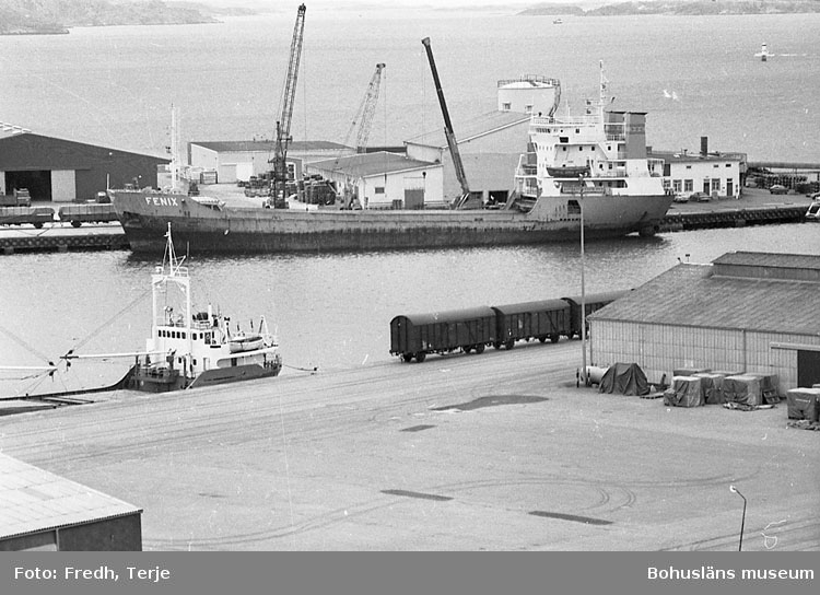 """Enligt fotografens notering: """"Lys. hamn 1980-1985""""."""
