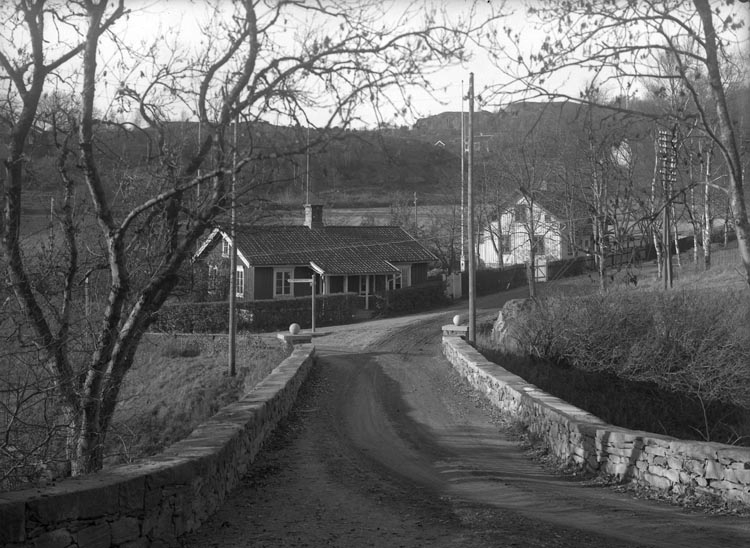 """Enligt fotografens noteringar: """"Verkmästare Lindbergs bostad år 1926 numera rifven."""""""