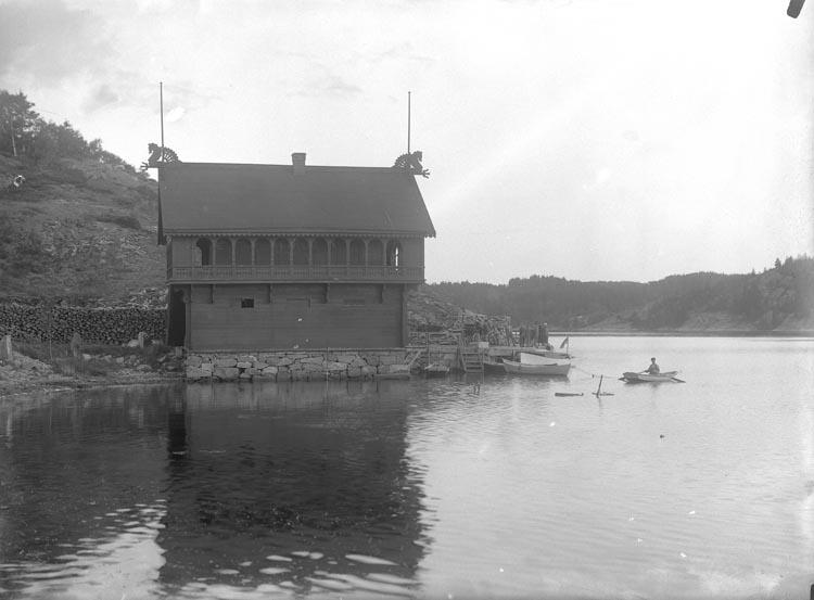 """Enligt fotografens noteringar: """"Torrebys badhus var varmbadhus en tid."""""""