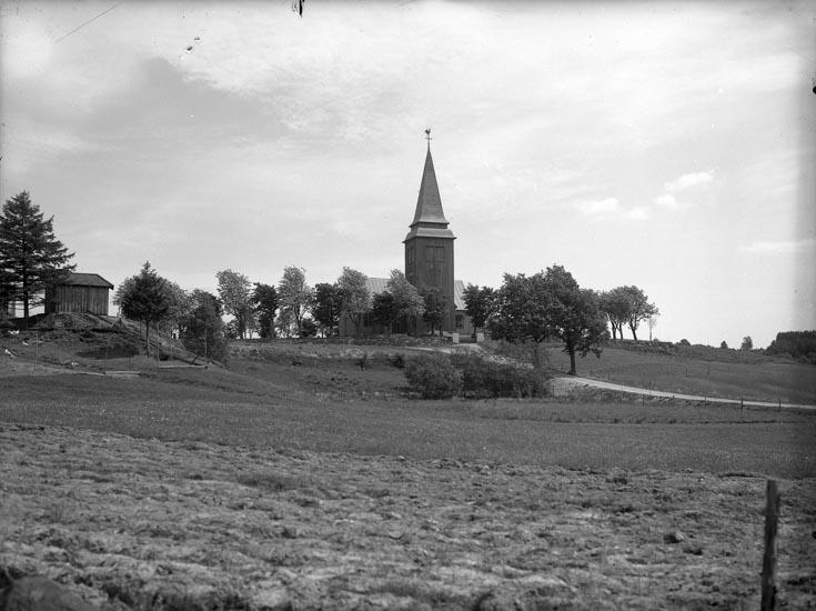"""Enligt medföljande noteringar: """"1941. 8. Hede Kyrka taget i Juni 1941 onsdagen 18- Kyrka i Bohuslän. Här verkar det som om han var gråvar visst det en tid.""""  Uppgifter från Munkedals HBF: """"Kyrkan stod länge omålad."""""""
