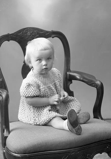 "Enligt fotografens journal nr 7 1944-1950: ""Svensson, Ethel Apleröd St. Höga""."