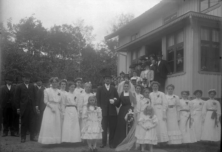 """Enligt fotografens journal nr 2 1909-1915: """"Olsson Apolia Klefva Spekeröd""""."""