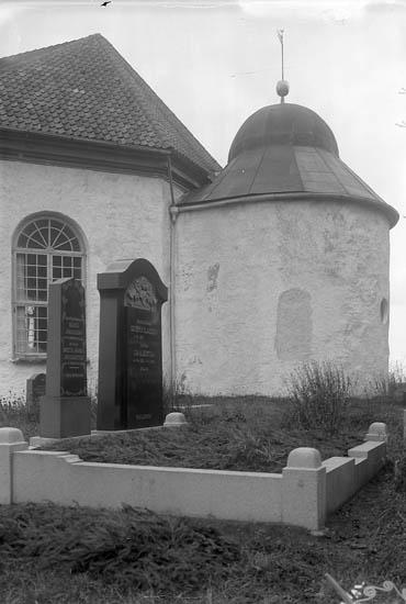 """Enligt fotografens journal nr 6 1930-1943: """"Hvitfeldtska gravkoret, För Idun, Walla Kyrka""""."""
