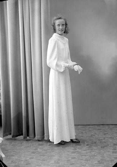 "Enligt fotografens journal nr 6 1930-1943: ""Hultberg, Margit Strandnorum""."