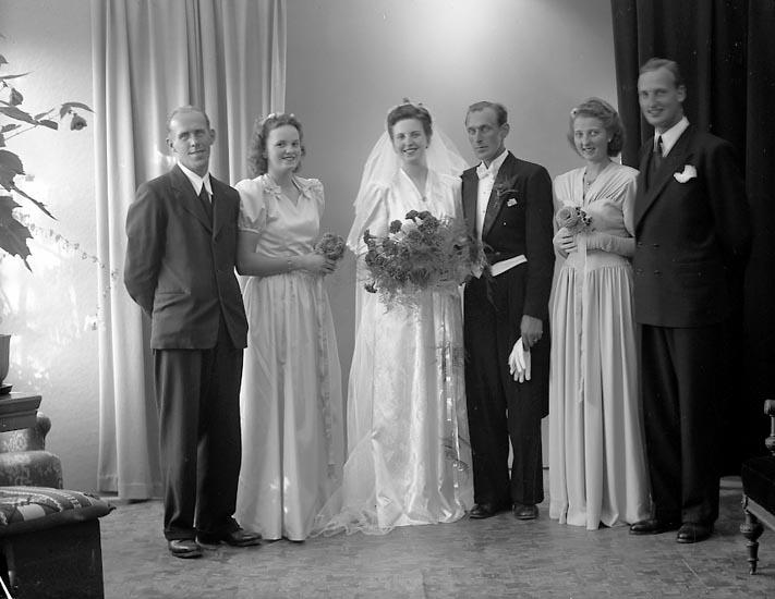 """Enligt fotografens journal nr 7 1944-1950: """"Nordenberg, Herr Olof, Lotsbåten via Långedrag""""."""