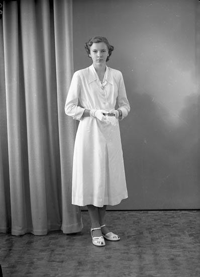 """Enligt fotografens journal nr 8 1951-1957: """"Johansson, Anne-Marie Hamborg Stillingsön""""."""