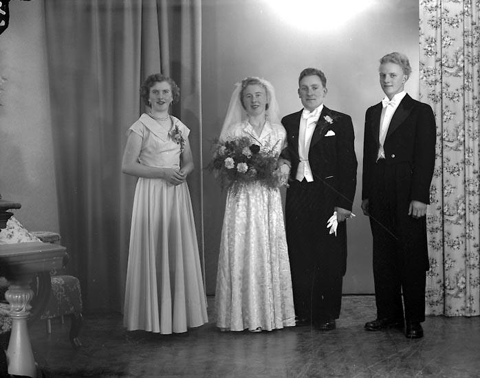 "Enligt fotografens journal nr 8 1951-1957: ""Johansson, Herr Algot, Ström Kleva-Orust""."