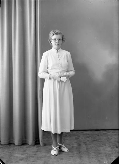 "Enligt fotografens journal nr 8 1951-1957: ""Hansson, Gerd Panneröd Ödsmål""."