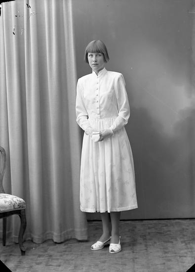 "Enligt fotografens journal nr 8 1951-1957: ""Östergren, Anita Hallen, Ucklum""."