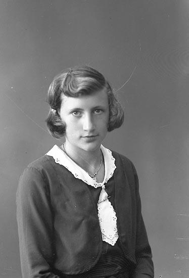 """Enligt fotografens journal nr 6 1930-1943: """"Eliasson, Asta Gategård Här""""."""