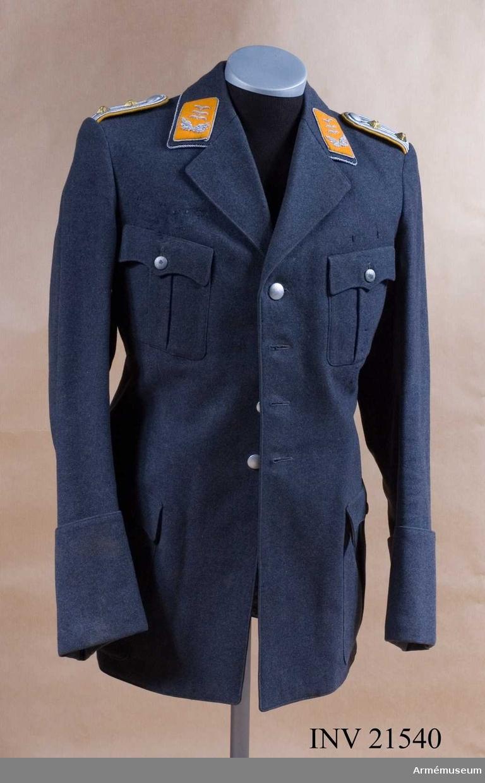Grupp C I. Ur uniform för kapten vid Fallshirm-Jäger-Regiment I, Luft- waffe, Tyskland. Enl. lapp i innerfickan tillverkad för Walter Flinsch, troligen 1934. LITT  Uniformen der deutschen Wehrmacht, Berlin 1939, Tafel 28.