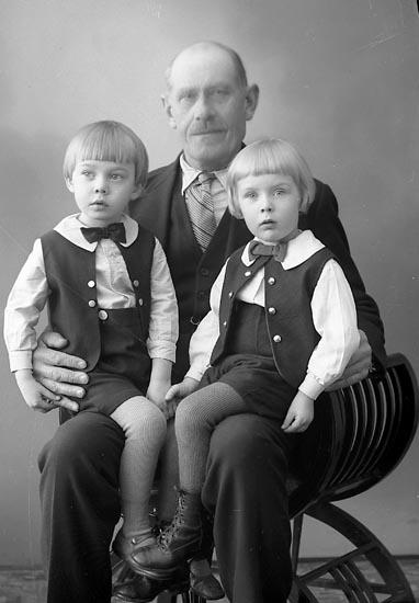 """Enligt fotografens journal nr 6 1930-1943: """"Brant, Levin Här""""."""