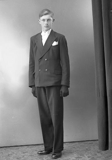 "Enligt fotografens journal nr 6 1930-1943: ""Helgesson, Ernst Öröd, Svenshögen""."