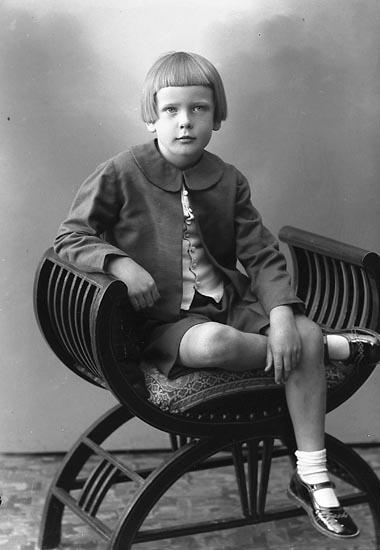 """Enligt fotografens journal nr 6 1930-1943: """"Samuelsson, Fru Arvidsberg Jörlanda""""."""