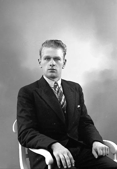 "Enligt fotografens journal nr 6 1930-1943: ""Johansson, Arne Torp Spekeröd""."
