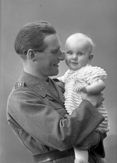 "Enligt fotograrens journal nr 6 1930-1943: ""Carlström, Ingeniör Stenungsund""."
