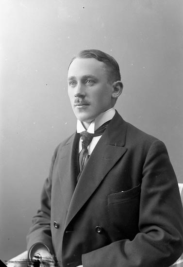 """Enligt fotografens journal nr 2 1909-1915: """"Rehnberg, Joakim, Här""""."""